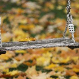 Outdoorspiele im Herbst