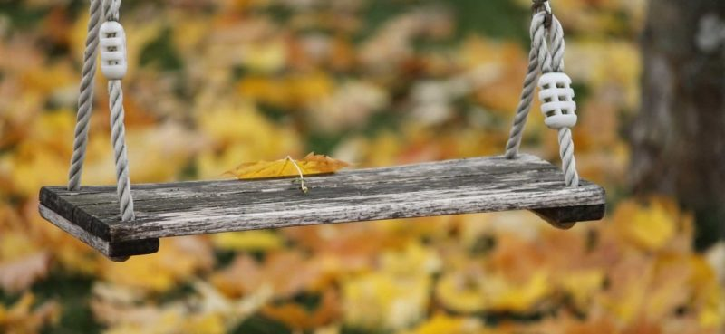 draußen spielen im Herbst mit Wild Up Naturabenteuern